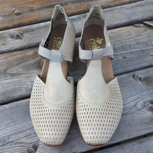 Rieker Antistress Mary Janes Taupe 41 9.5